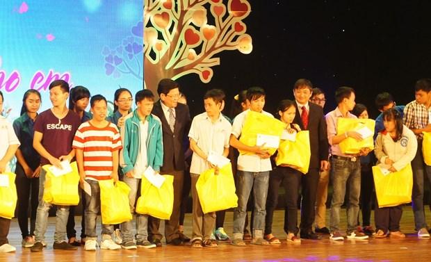 Da Nang: Aides de 5 milliards de dongs aux victimes de l'agent orange/dioxine hinh anh 1