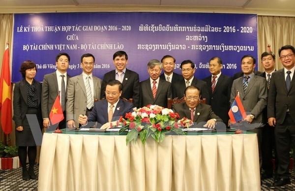 Vietnam et Laos resserrent leur cooperation dans la finance hinh anh 1