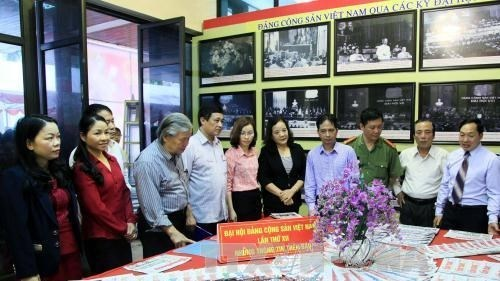 Exposition «Le PCV et l'AN vietnamienne : les etapes historiques» hinh anh 1