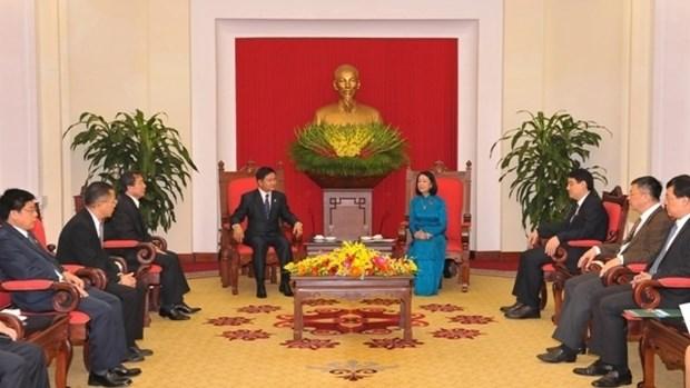 Vietnam-Laos : les jeunes œuvrent au developpement des relations speciales hinh anh 1
