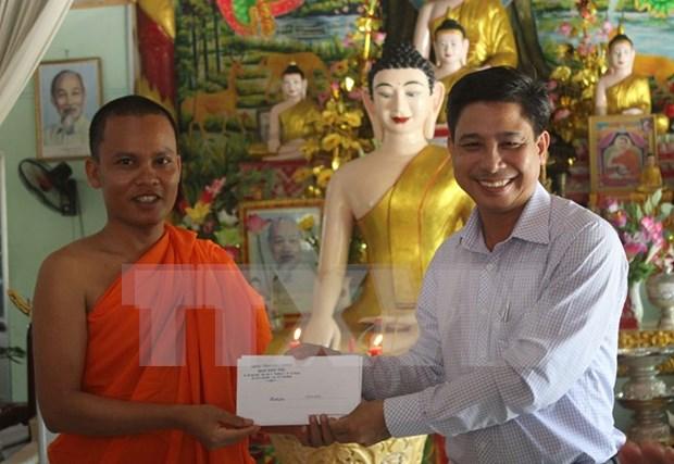 Vinh Long : felicitations aux Khmers a l'occasion de la fete Chol Chnam Thmay hinh anh 1