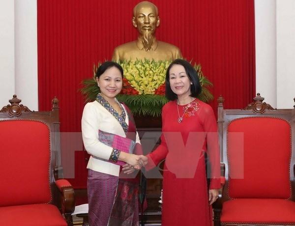 Des femmes laotiennes recues par un responsable vietnamien hinh anh 1