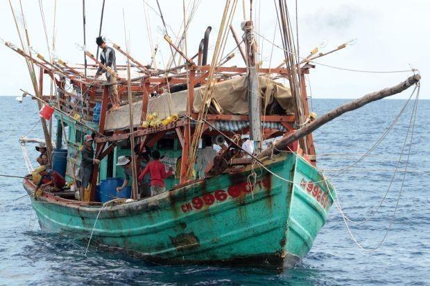 De nouveaux bateaux de peche vietnamiens saisis dans les eaux thailandaises hinh anh 1