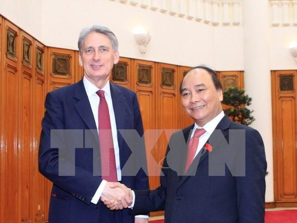 Le PM Nguyen Xuan Phuc plaide pour les liens Vietnam-Royaume-Uni hinh anh 1