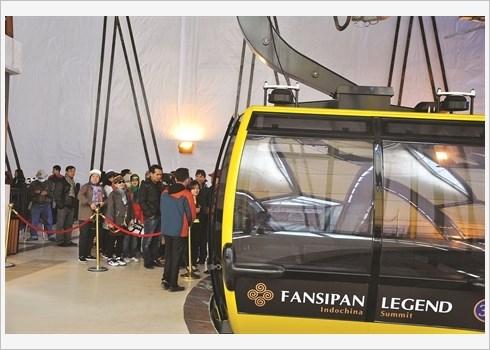 Le Fansipan deja sature de visiteurs hinh anh 1