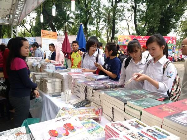 La troisieme Journee nationale du livre honoree dans tout le pays hinh anh 1