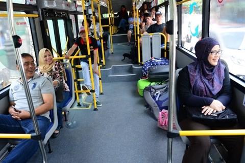 Ho Chi Minh-Ville : le deplacement en bus de haute qualite a du succes hinh anh 2