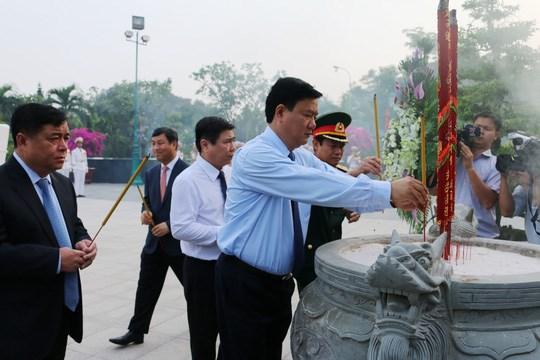 Ho Chi Minh-Ville : hommage aux morts pour la Patrie hinh anh 1