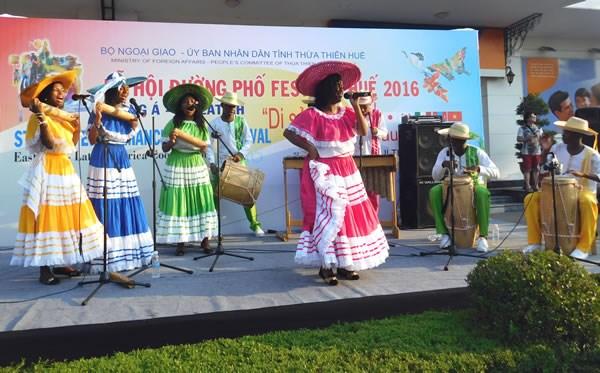 Festival de Hue 2016, lieu de rencontres et d'echanges culturels hinh anh 1