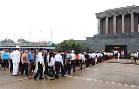 Plus de 450.000 touristes visitent Hanoi et Da Nang durant les jours feries hinh anh 1