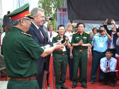 Presentation des resultats de la decontamination de dioxine dans l'aeroport de Da Nang hinh anh 1