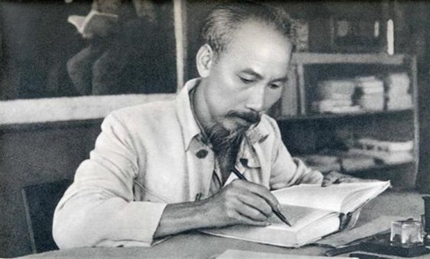 Traduction des œuvres du President Ho Chi Minh en laotien hinh anh 1