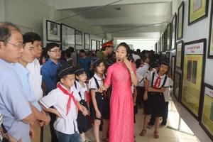 Exposition sur Hoang Sa et Truong Sa a Hoa Binh hinh anh 1