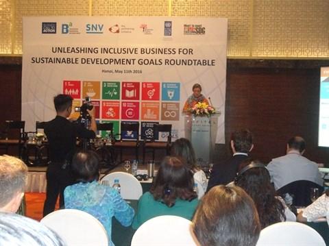 Table ronde a Hanoi sur le commerce inclusif et les ODD hinh anh 1