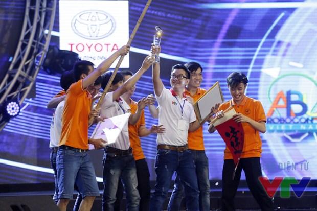 L'Universite Lac Hong domine le concours Robocon Vietnam 2016 hinh anh 1