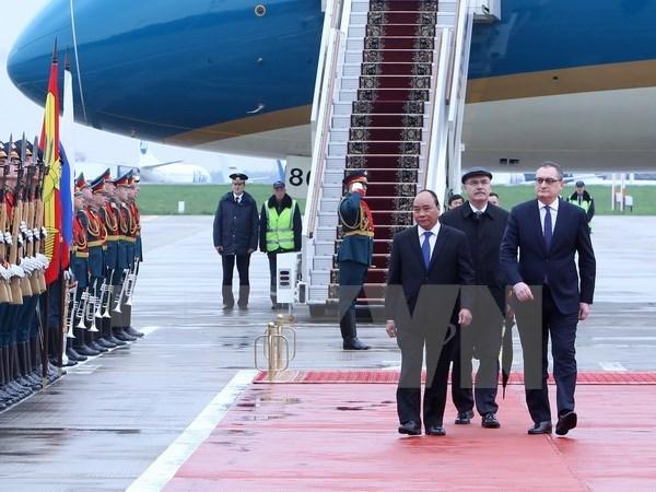 Le PM Nguyen Xuan Phuc entame sa visite officielle en Russie hinh anh 1