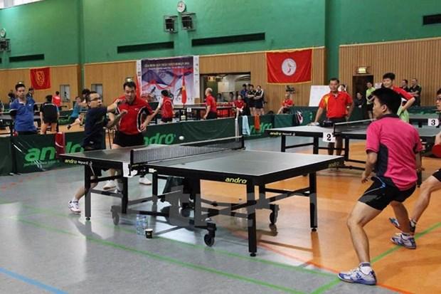 Premier tournoi de ping-pong des Vietnamiens a Berlin hinh anh 1