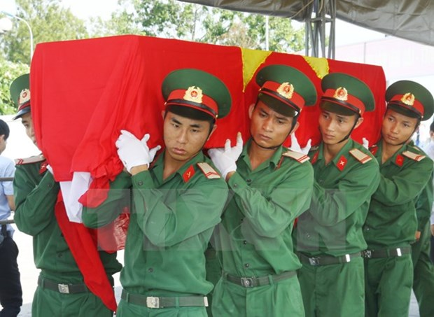 Nghe An : inhumation des restes de soldats tombes au Laos hinh anh 1