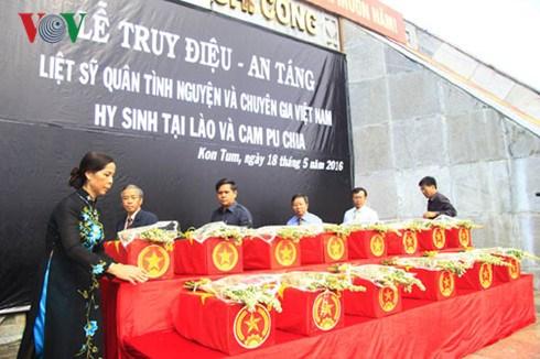 Kon Tum : inhumation des restes de 14 soldats tombes au Laos et au Cambodge hinh anh 1