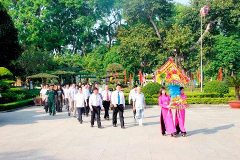 La naissance du President Ho Chi Minh celebree dans l'ensemble du pays hinh anh 1