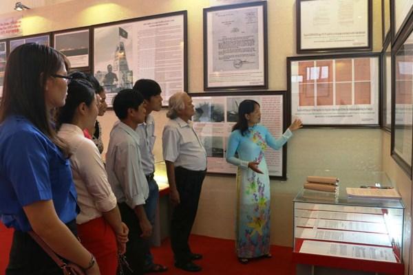 Exposition de cartes et d'archives sur Hoang Sa et Truong Sa a Binh Phuoc hinh anh 1