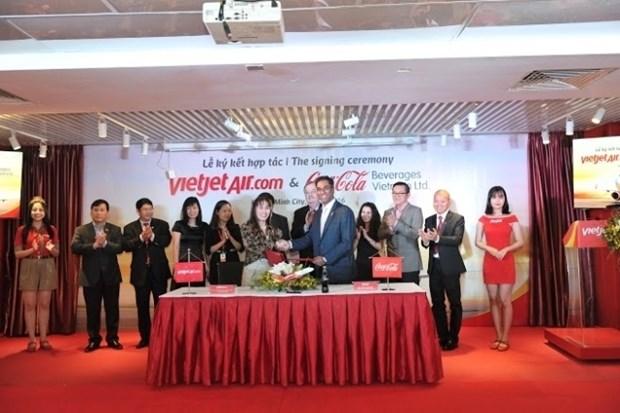 VietJet et Coca-Cola Vietnam s'engagent dans une cooperation integrale hinh anh 1