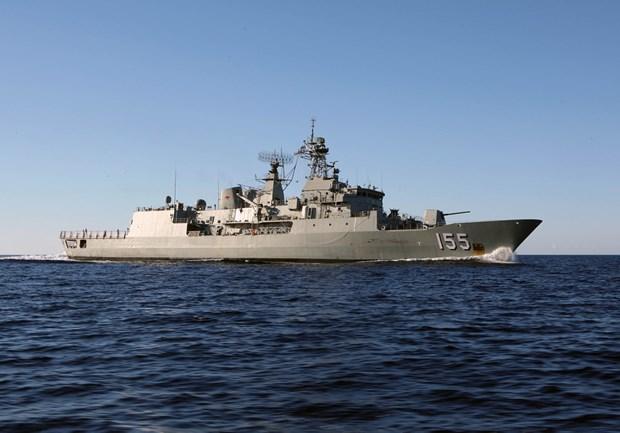 Un navire de la Marine royale australienne au port de Ho Chi Minh-Ville hinh anh 1