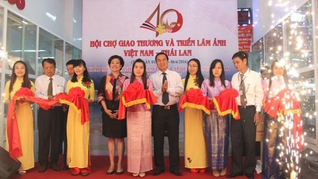 Ouverture de la foire commerciale et de l'exposition photographique Vietnam-Thailande hinh anh 1