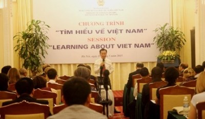 Programme « Learning about Vietnam session » organise a Hanoi hinh anh 1