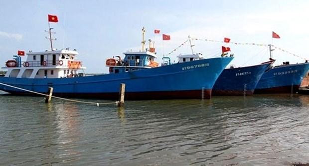 Quang Tri: Remise des bateaux de peche en acier aux pecheurs locaux hinh anh 1