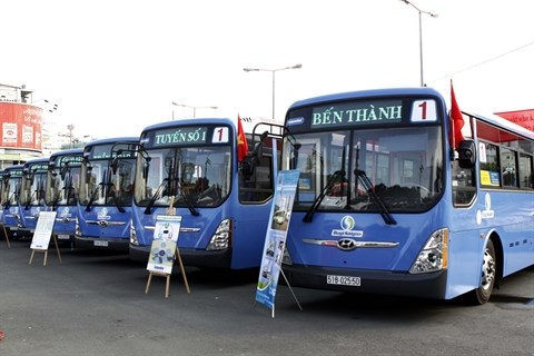 Les provinces du Sud s'orientent vers les bus au gaz naturel hinh anh 1