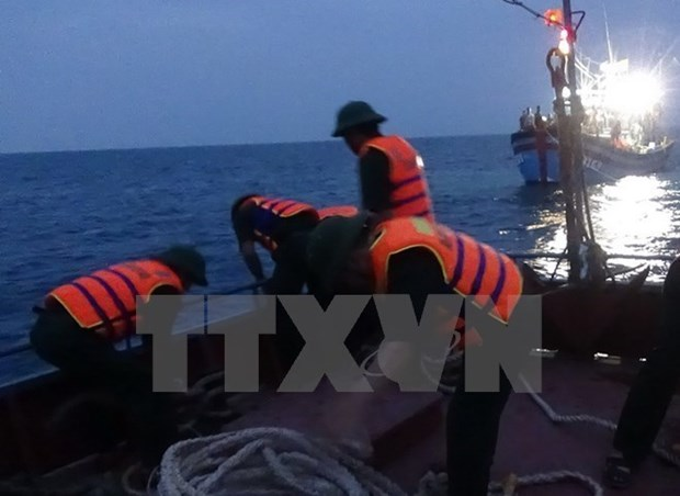 Ba Ria-Vung Tau : secours a 12 pecheurs en danger hinh anh 1