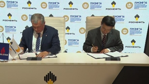 Le vietnamien PV Oil et le russe Rosneft signent un accord de fourniture de petrole hinh anh 1