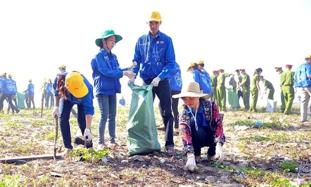 Coup d'envoi de la campagne de nettoyage des plages hinh anh 2