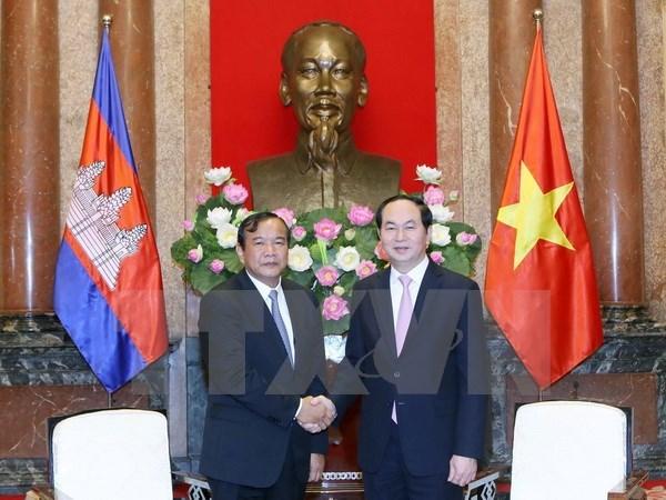 Des dirigeants vietnamiens recoivent le ministre cambodgien des Affaires etrangeres hinh anh 1