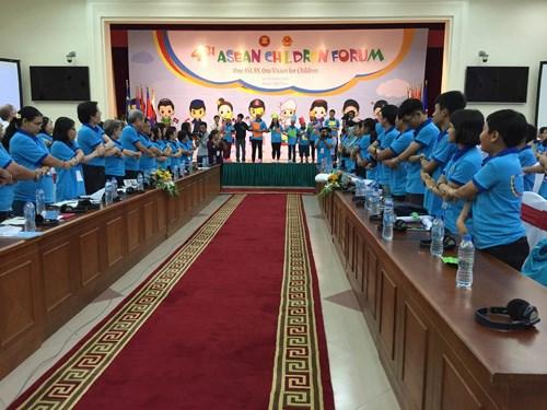 Cloture du 4e forum des enfants de l'ASEAN a Hanoi hinh anh 1