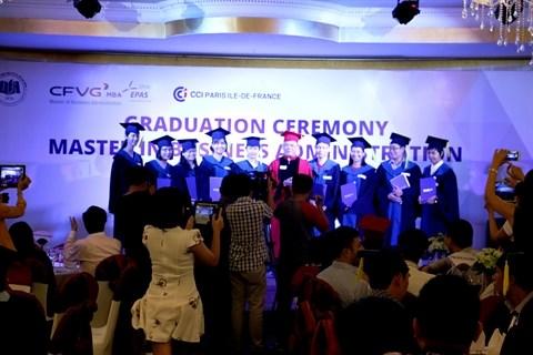 Le CFVG remet les diplomes de master en administration des affaires hinh anh 1