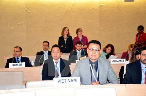 Le Vietnam organise un colloque sur la securite du travail en mer a Geneve hinh anh 1