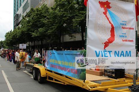 De nombreux Vietnamiens a la Parade des cultures en Allemagne hinh anh 2