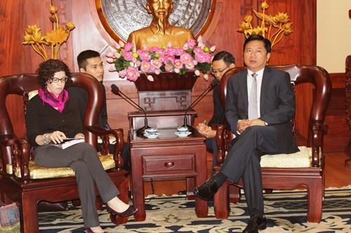 Le secretaire du Comite du Parti de HCM-Ville Dinh La Thang recoit un diplomate americain hinh anh 1
