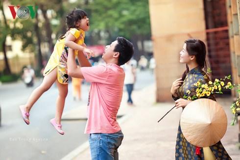 Le bonheur de la famille vietnamienne en image hinh anh 1
