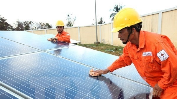 Une aide britannique pour des projets d'energie solaire hinh anh 1