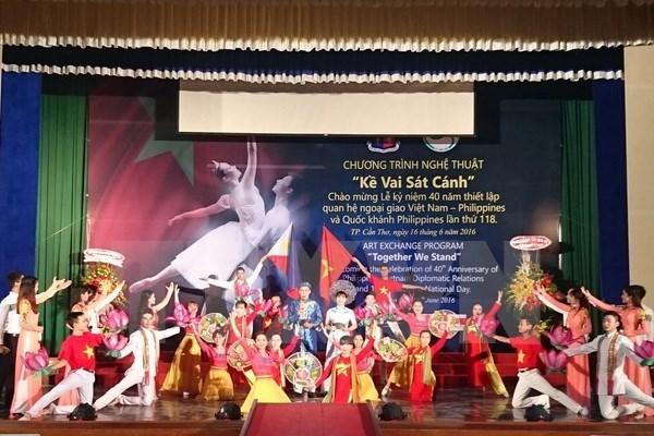 Meeting en l'honneur des 40 ans de relations diplomatiques Vietnam-Philippines hinh anh 1