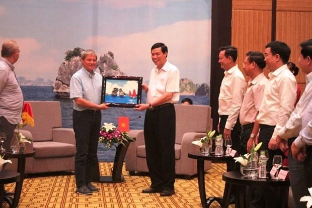 Le Premier ministre roumain en visite a Quang Ninh hinh anh 1