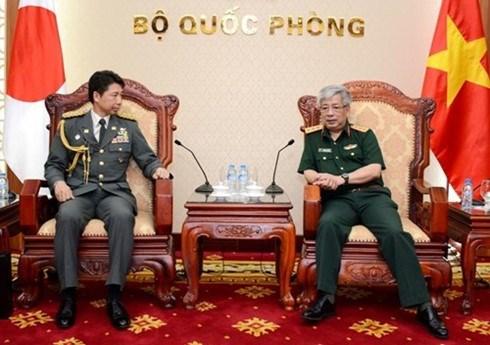 Un vice-ministre de la Defense recoit des attaches militaires japonais hinh anh 1