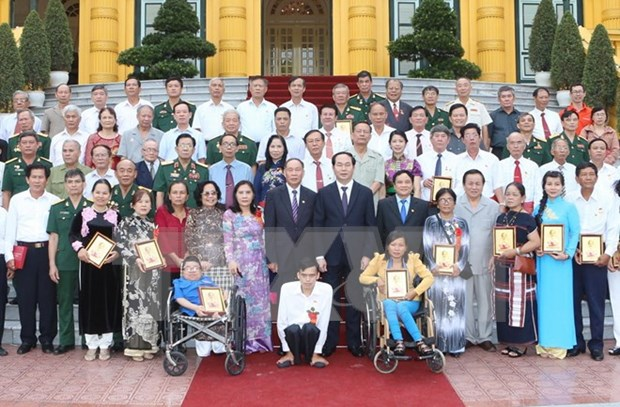 Le president Tran Dai Quang rencontre des victimes de l'agent orange/dioxine hinh anh 1