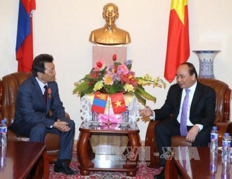 Activites du Premier ministre Nguyen Xuan Phuc en Mongolie hinh anh 1