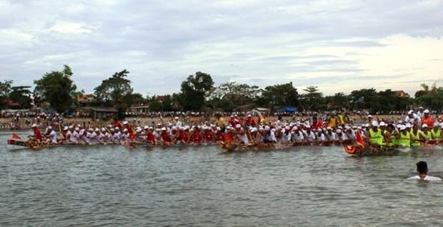 La course de pirogues elargie a Quang Binh hinh anh 1