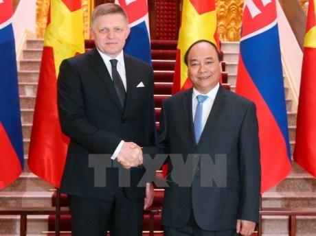 Le Premier ministre slovaque termine sa visite officielle au Vietnam hinh anh 1