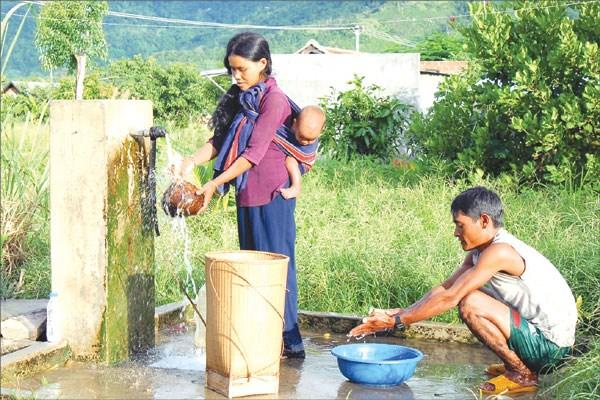 Lancement d'un projet d'eau potable dans sept provinces du Tay Nguyen et du Sud hinh anh 1